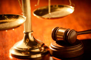 Picture_of_scales_and_gavel_29173843_std